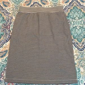 Stretchy black and white striped skirt